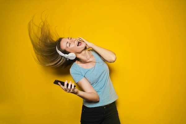 5 Worship Playlists That Every Christian Girl Should Have On Her Phone